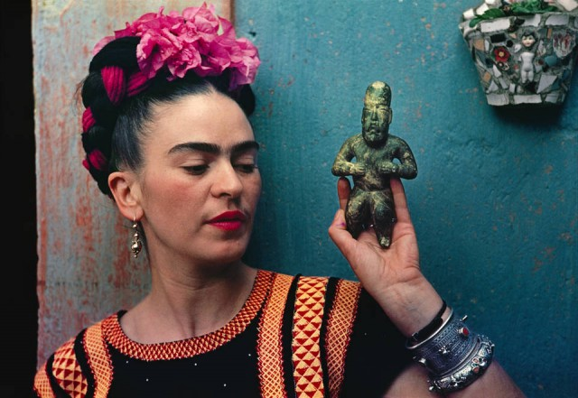 teacher-twilightfrida-kahlo-making-her-self-up_960